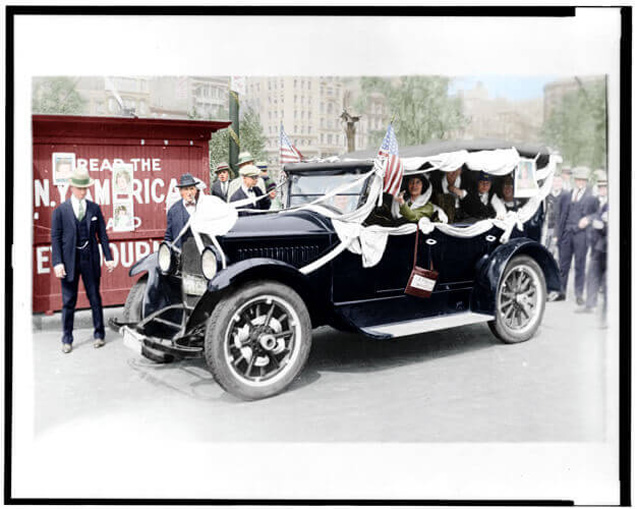 Rosalie-Jones-starting-on-campaign-tour-for-LaFollette-1924-LC-USZ62-115477(1)