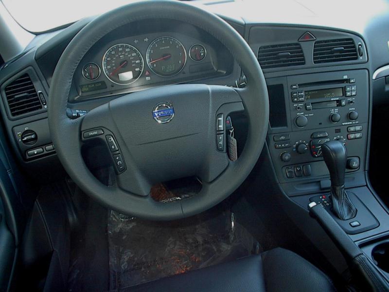 2004 Volvo V70