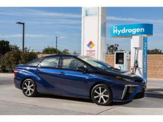 Gizmos & Gadgets: The Next Big Thing? 2016 Toyota Mirai FCV sedan