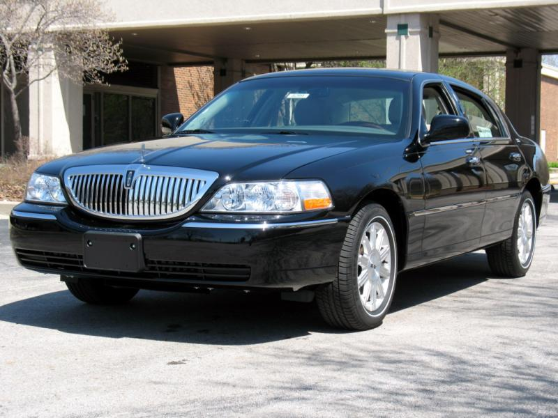 2005 Lincoln Town Car Signature Limited For Sale Near Garden City